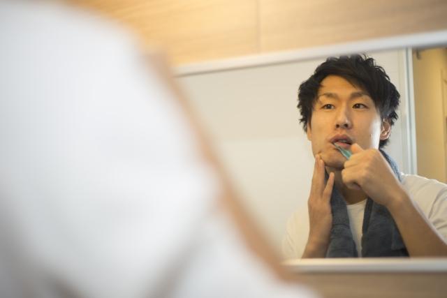 男性の毛穴が目立つ原因とケア方法