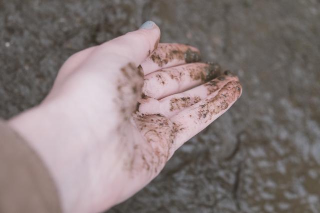 クレイ(泥)洗顔が毛穴の汚れを吸着!クレイ洗顔の効果とは?