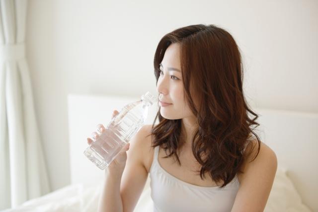 お肌のトラブル、解決方法は体内水分量を上げることだった!