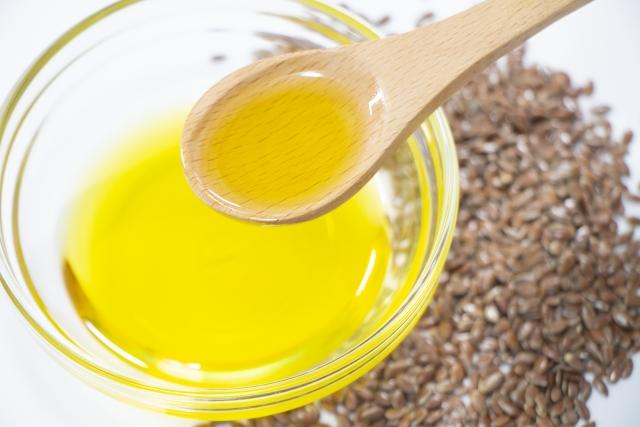 【話題沸騰中】飲んでも良し!塗っても良し!『アマニ油』の美肌効果とは?