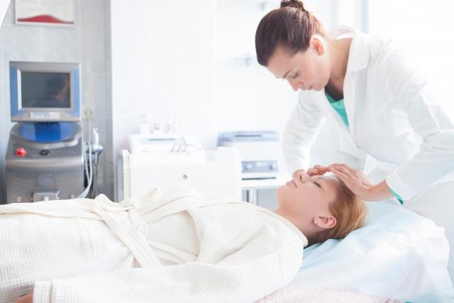 お肌の再生医療の最先端『フラクショナルレーザー』が幅広い女性たちに人気のわけとは?
