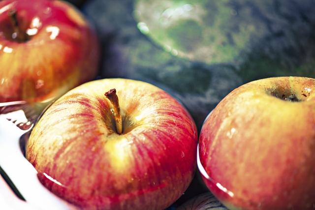 腐らないリンゴの秘密はこれ!お肌の老化をSTOPさせて、細胞レベルで若返らせる噂の【リンゴ幹細胞】の効果とは?