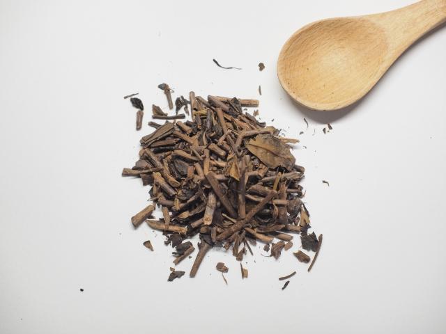 家のお茶を変えたくなるかも?!スタバやスイーツ店でも大人気!『ほうじ茶』は麦茶より美肌効果が高い?