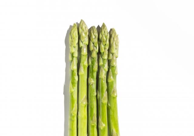 """ベーコンとの相性抜群!背が高くて、シュッとしててイケメンな野菜といえば…そう!『アスパラ』。イケメン野菜""""アスパラ""""、美容効果も抜群!?"""